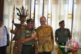 Pangkostrad Mengaku Senang Kunjungi Museum Pusaka Nias
