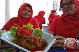 Masyarakat Tampilkan Kuliner Khas Tabagsel