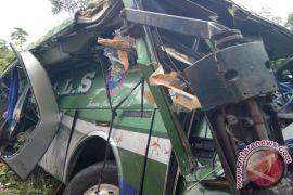 Masuk Jurang, Tiga Penumpang Bus  Meninggal