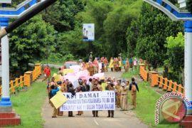 Tuntut Gaji ,Ratusan Guru Datangi DPRD