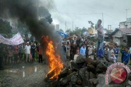Masyarakat Desak Pembangunan Rel Kreta Api Kaula Tanjung Dihentikan