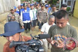 Gubsu Tinjau Banjir Tebing Tinggi