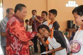 Pelajar Berprestasi SMAK St Thomas Rasul Peroleh Beasiswa