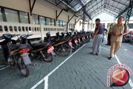 Pemkab Labusel Lelang Puluhan Kendaraan Dinas