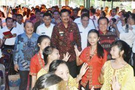 Ribuan guru di Nias mulai tersenyum
