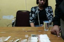 Pesta narkotika, 23 orang diamankan