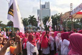 Antusiasme ibu-ibu pada deklarasi ERAMAS