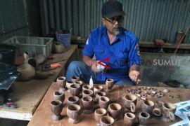 Sulap limbah batok kelapa menjadi rupiah