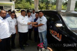 Bupati serahkan mobil untuk KPAI dan LPTQ