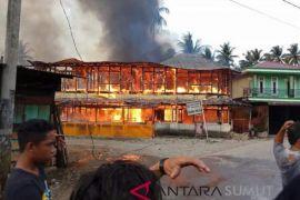 Belasan rumah dan kios terbakar di Simpang Gambir