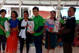Komunitas Olshop Medan beri bantuan 500 KK di Sinabung