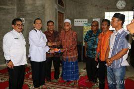 Masjid Baiturrahmi Tapsel dapat bantuan