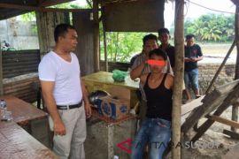 Polisi tangkap lima pria pesta sabu