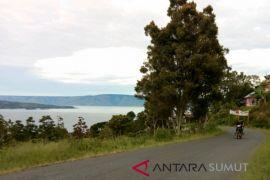 Jalan wisata Tigaras Danau Toba mulus