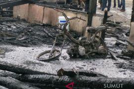 Kebakaran mess SOL hanguskan tiga kendaraan