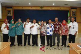 Plt Bupati Zainuddin terima kunjungan tim penerima tanda kehormatan