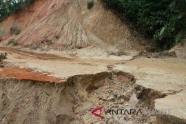 Longsor jalan Panyabungan Timur akan dibersihkan