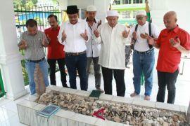 Djarot ziarah ke sejumlah makam tuan Syekh di Madina