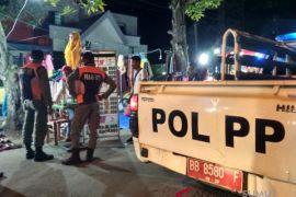 Satpol PP tertibkan pedagang gunakan badan jalan