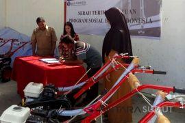 Bank Indonesia serahkan mesin pertanian ke poktan