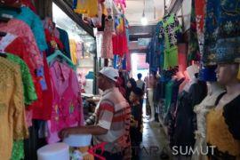 Omset pedagang pakaian menurun