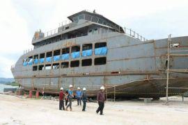 Kapal roro Danau Toba mendekati rampung