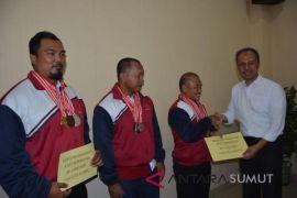 PDAM Tirtanadi beri uang pembinaan atlet berprestasi