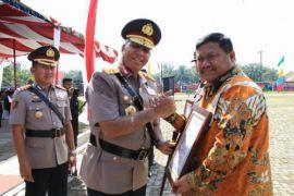 Bantu Polri, Kapolda beri penghargaan kepada Bupati Labura