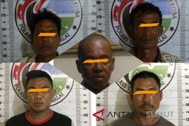 Sehari Polisi tangkap lima pria terlibat narkoba