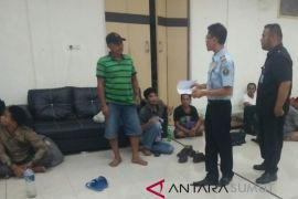 Lanal TBA gagalkan pengiriman TKI ilegal
