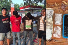 Polisi ringkus dua pria saat transaksi