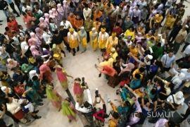 Gubernur-Wakil Gubernur Sumut disambut meriah warga