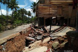 Rumah warga dan fasilitas umum rusak pasca banjir