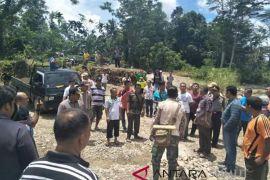 Warga protes penambangan batu di Sungai Idanogawo