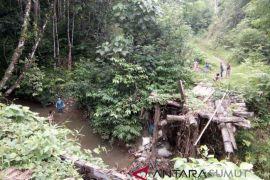 Warga berharap jembatan darurat di Desa  Darakhaini diperbaiki