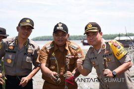 Wali Kota Tanjungbalai menanam mangrove