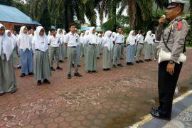 Polisi ajar pelajar Simalungun berlalu lintas