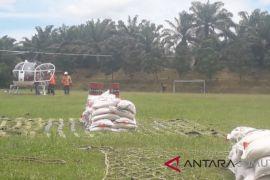Bantuan untuk korban banjir dikirim melalui udara