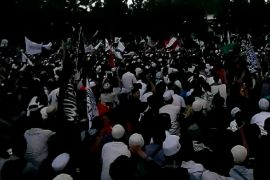 Ribuan umat Islam protes pembakaran bendera