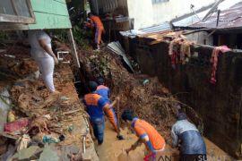 BPBD Tapteng turunkan personil evakuasi longsor Sibolga