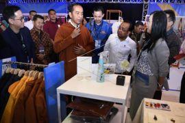 Presiden Jokowi beli jaket di Ideafest