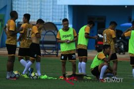Laga berat PSMS di Malang