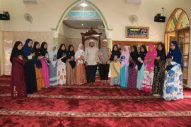 Kapolres Khataman Al Quran bersama warga
