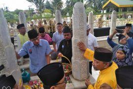 Sandiaga Salahuddin Uno Ziarah Ke Makam Sultan Langkat