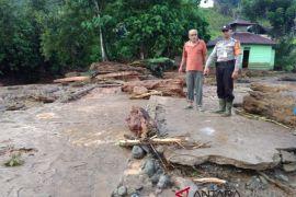 Dua korban banjir bandang belum juga ditemukan