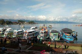 Kapal motor Danau Toba