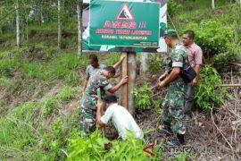 TNI pasang peringatan  bahaya longsor