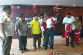 Pramuwisata di Sumut dapat rompi dari Telkomsel