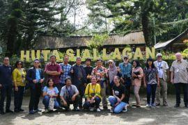 Peserta simposium Danau Toba kunjungi Pulau Samosir