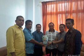 Mantan Gubernur BI serahkan bukunya ke IAIN Padangsidimpuan